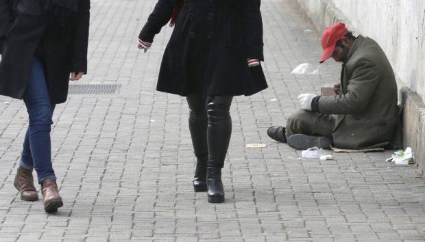 Metode inedite prin care elveţienii încearcă să scape de cerşetorii români