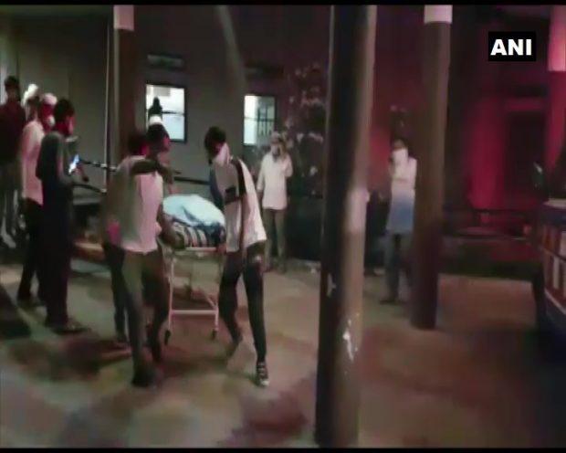 Un nou incendiu izbucnit într-un spital COVID din India a ucis 18 oameni. E al șaselea în mai puțin de un an