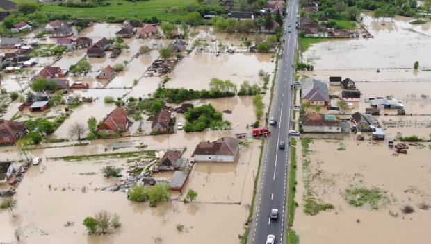 VIDEO |Inundații puternice în Satu Mare. Un dig s-a rupt, după ce nivelul apelor a atins cota maximă