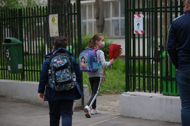 Sorin Cîmpeanu: Renunţarea la masca de protecţie în curtea şcolilor, la latitudinea fiecărei unităţi