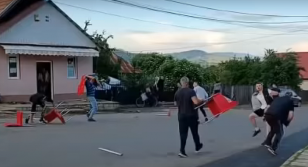 Bătaie în stradă, la Târgu Ocna, provocată de elevi ai Școlii de Penitenciare