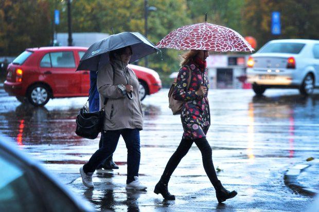 Noi avertizări de vreme rea: furtuni puternice în 15 județe, în următoarele două zile
