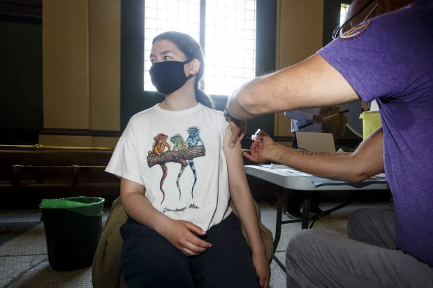 INSP: 0,47% dintre persoanele vaccinate cu prima doză s-au infectat cu COVID