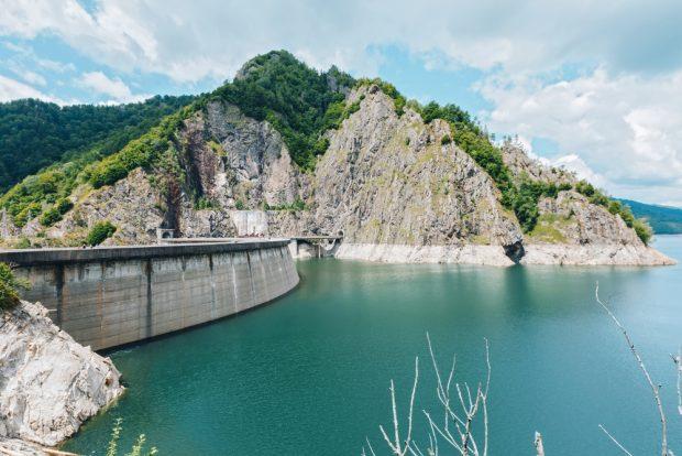 Lacul Vidraru – care este povestea lui și ce activități poți face în zonă