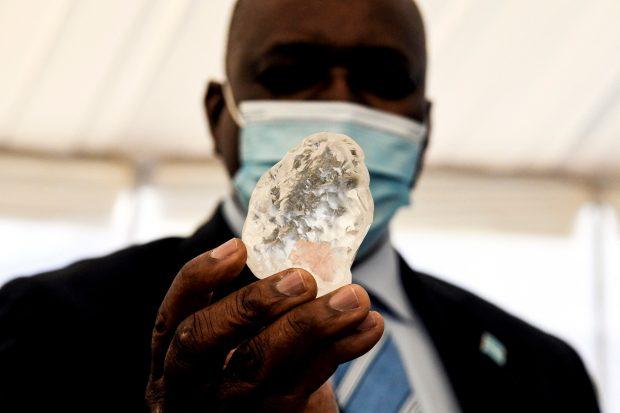 Diamant de peste 1.000 de carate descoperit în Botswana. Este al treilea cel mai mare din lume
