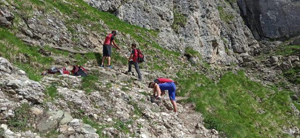 Un turist străin căutat pe munte cu elicopterul a fost găsit în gara din Brașov. De ce n-a răspuns la telefon