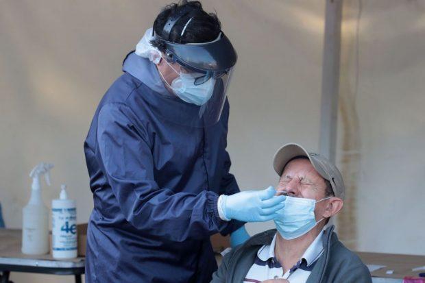 Cele mai frecvente cinci simptome de COVID în rândul persoanelor infectate după vaccinare