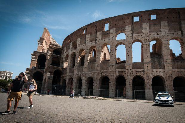 Italia introduce din august certificatul verde pentru accesul în restaurante, piscine și alte locuri aglomerate