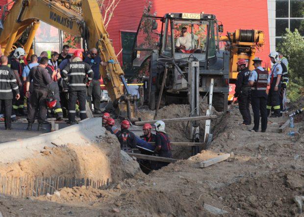 Ultimul muncitor scos de sub malul de pământ, în centrul Capitalei, a fost declarat decedat. Bilanțul accidentului: doi morți și patru răniți