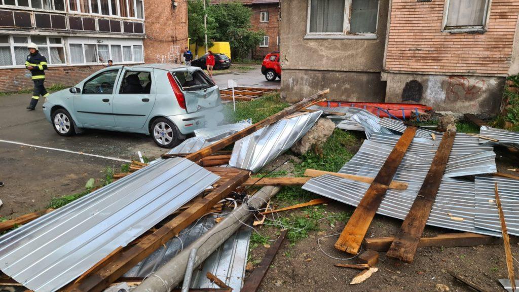 După caniculă, România e lovită de furtuni. Unde au fost vijelii puternice