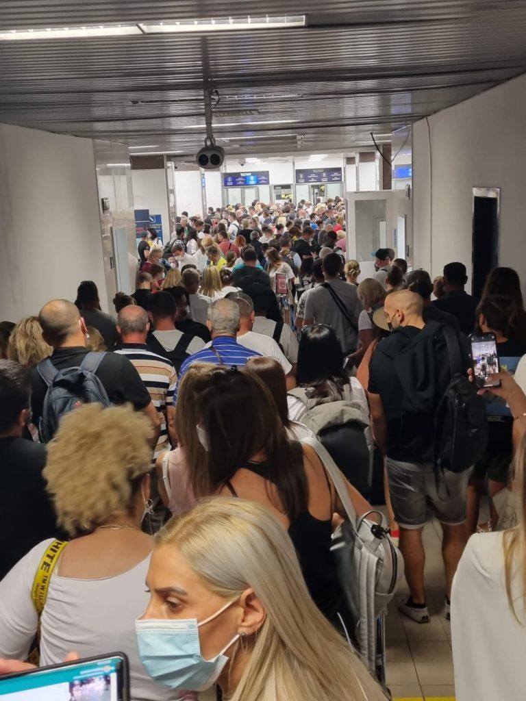 """O """"degajare de fum"""" pe Aeroportul Otopeni a perturbat traficul duminică seara"""