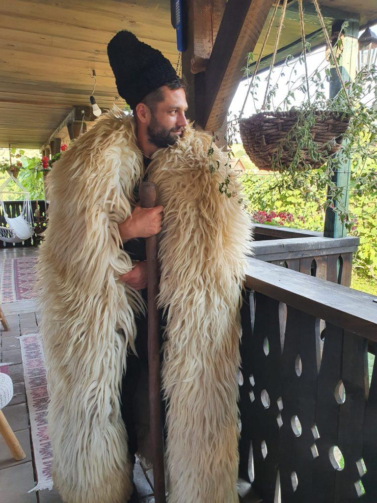 """Alecsandru Dunaev s-a relaxat în Transilvania înainte de revenirea pe platoul de filmare la """"Adela"""""""
