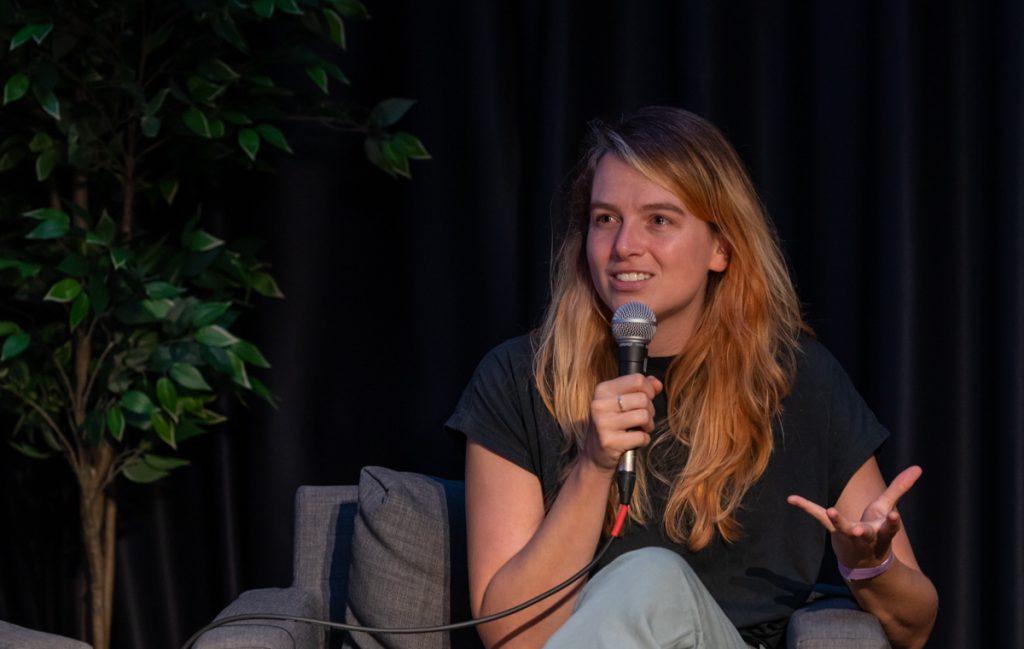 """Cum e să fii lesbiană în Olanda, una dintre cele mai progresiste țări din lume. """"Eu am văzut la televizor numai filme cu cupluri hetero și tot sunt gay"""""""
