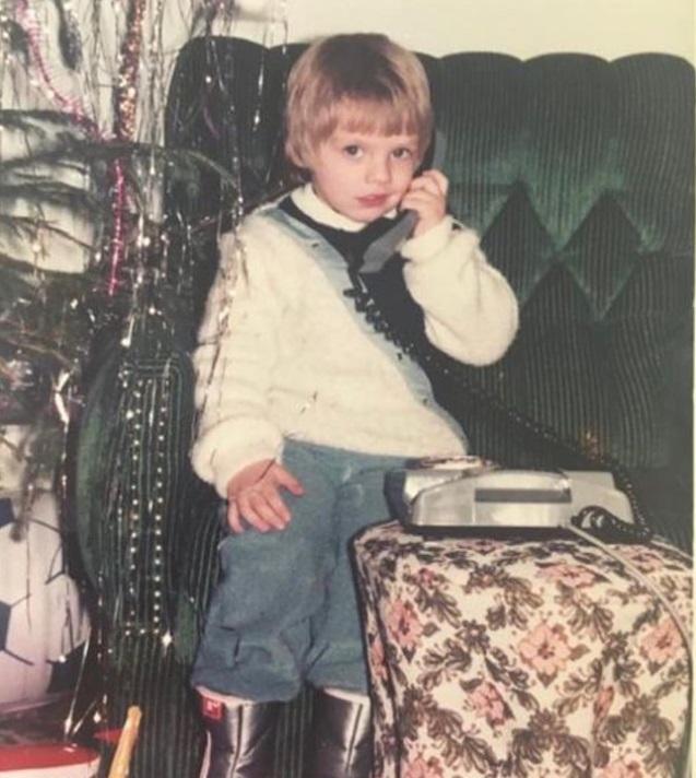 Sebastian Stan a postat pe internet o imagine din copilărie. În 1986 avea doar patru ani