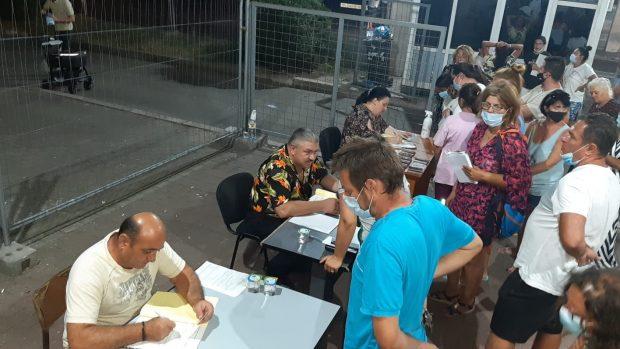 Zeci de români, la cozi în Vama Giurgiu pentru completarea unor documente Covid. Cum explică autoritățile situația