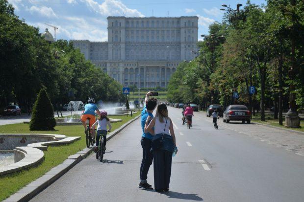 Restricții în București, după ce rata de infectare a trecut de 2 la mie. Școlile, vizate de noile măsuri