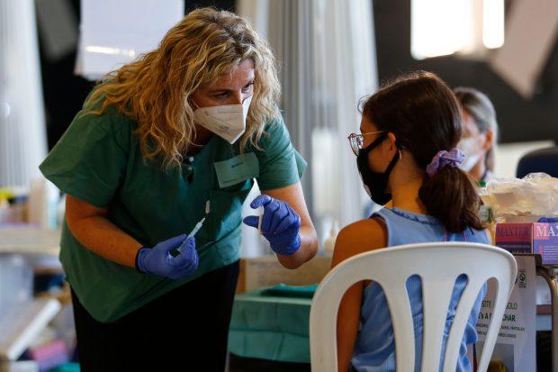 Consilierii științifici din Marea Britanie nu recomandă vaccinarea copiilor sănătoşi de 12-15 ani