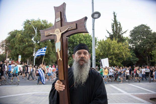 Grecia ia în calcul vaccinarea obligatorie a profesorilor și preoților împotriva COVID