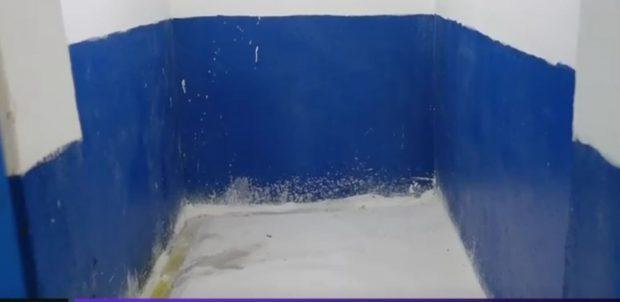 Situație incredibilă la o școală din Călărași: toaleta elevilor este un șanț mic, într-o cameră goală