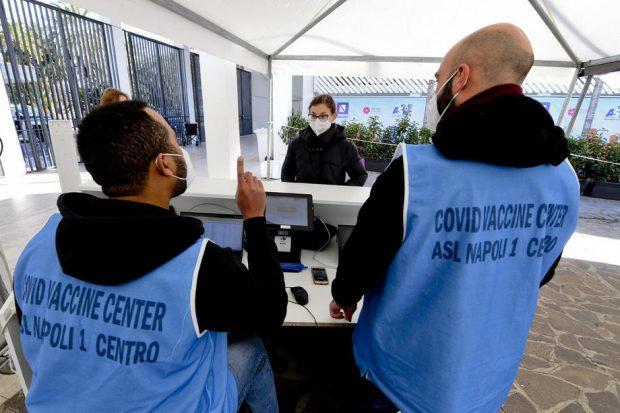 Italia ia în calcul vaccinarea obligatorie a întregii populații