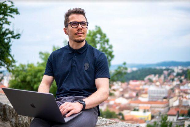 Libertate de mișcare: fondatorul WellCode, păreri despre laptop-urile pentru programatori