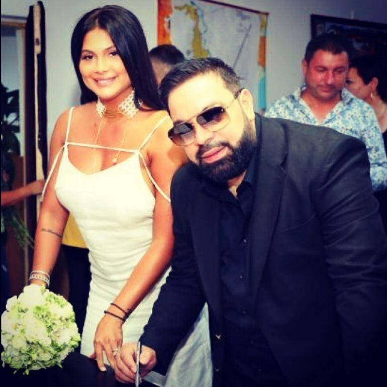 Florin Salam și Roxana Dobre s-au căsătorit civil. Prima imagine de la eveniment. Ținuta purtată de brunetă a atras toate privirile